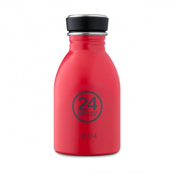 Kleine, rote Edelstahltrinkflasche mit 250 ml Füllvolumen. Modell: Trinkflasche URBAN 0,25 Liter. Auslaufsicher, robust, BPA-frei ...