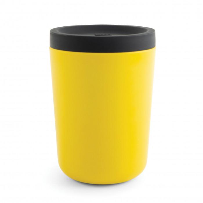 Der gelbe EKOBO Bambus to go Becher Takeaway aus Bambusfasern mit Silikondeckel. Gemacht für den täglichen Gebrauch!