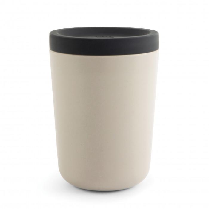 Sandgrauer EKOBO to go Becher Takeaway stone aus Bambus mit Silikondeckel. Der Kaffee Mehrwegbecher für den täglichen Gebrauch!