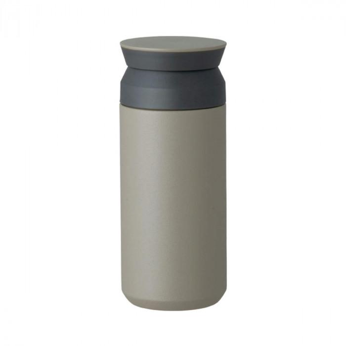 Travel Tumbler Thermobecher in khaki (schlammgrau) von KINTO Design. Doppelwandiger, BPA-freier Isolierbecher aus Edelstahl.