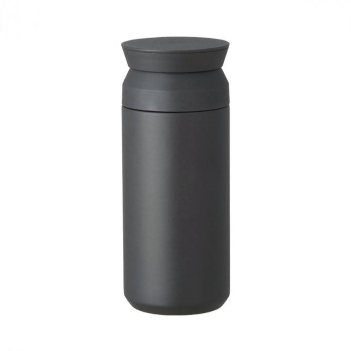 Doppelwandiger Thermobecher Travel Tumbler von KINTO. Der Isolierbecher aus Edelstahl in schwarz und 350 ml Füllvolumen.