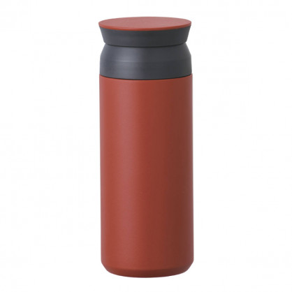 Thermosbecher to go Travel Tumbler in rot von KINTO. Thermobecher mit 0,5 Liter Volumen. Doppelwandiger Isolierbecher aus Edelstahl.