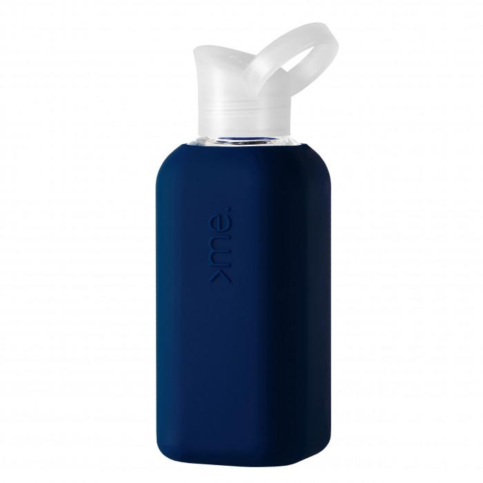 Trinkflasche aus Glas mit Silikonüberzug in navy dunkelblau - Design Trinkflasche von Squireme. - Schraubdeckel mit Haltering