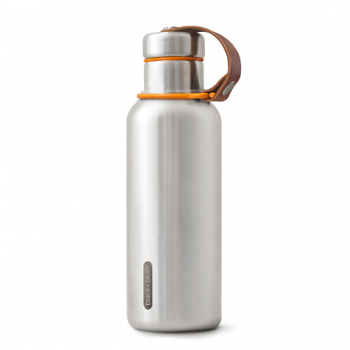 Doppelwandige Thermosflasche aus Edelstahl von black+blum Design. Edelstahlflasche mit Leder und Applikationen in orange.
