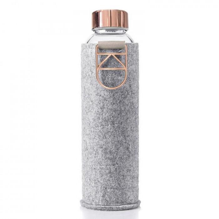 MISMATCH Trinkflasche rose gold von equa Design. Glasflasche mit verchromten Schraubdeckel, Metalltragegriff und Filzhülle in grau.