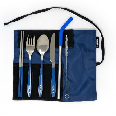 Edelstahl Besteckset URBAN CUTLERY navy blue (dunkelblau) von MIZU: Gabel, Löffel, Messer, Strohhalm, Bürste, Essstäbchen + Stoffetui.